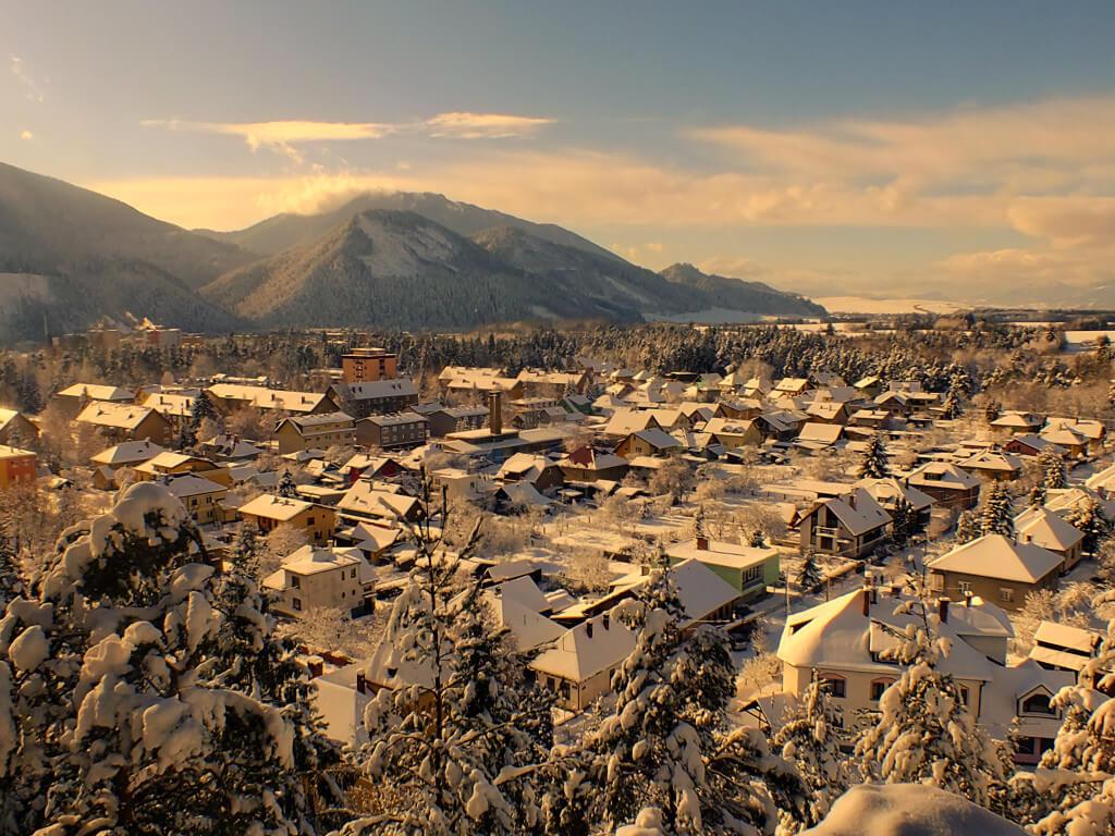 Pohľad zo skalky na mesto Liptovský Hrádok