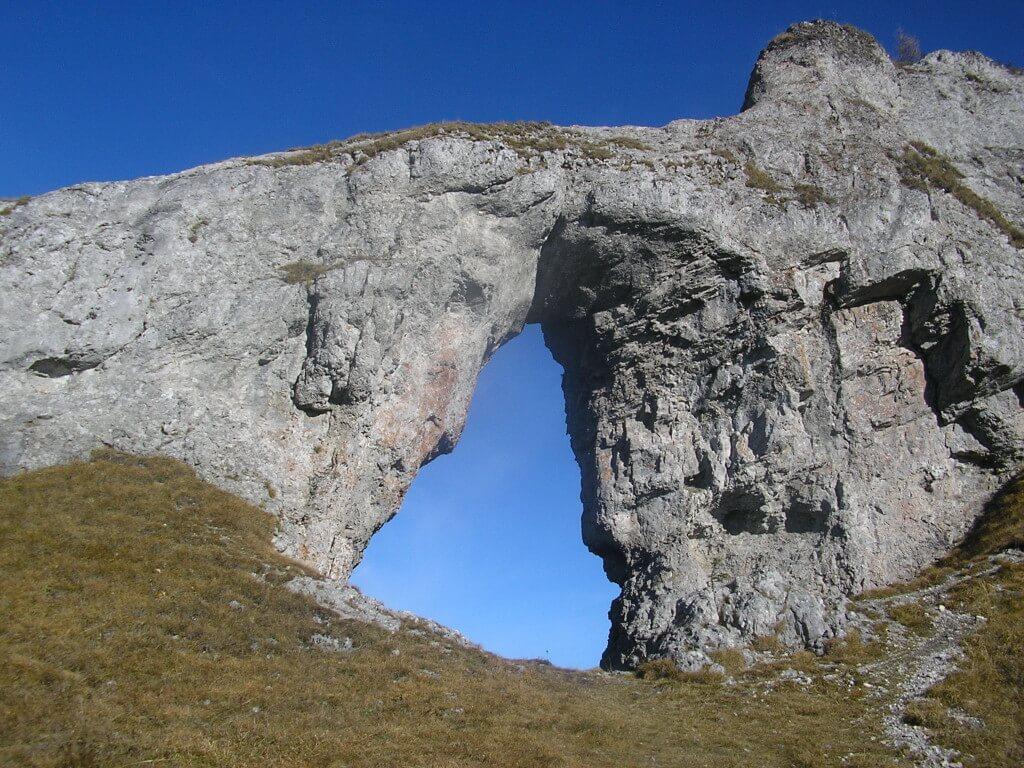 10 metrové skalné okno