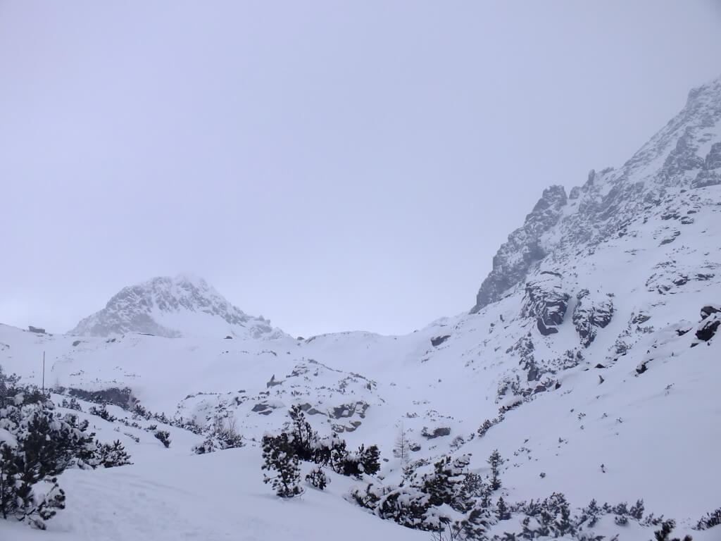Štrbský štít (2381 m) v závere Mlynickej doliny
