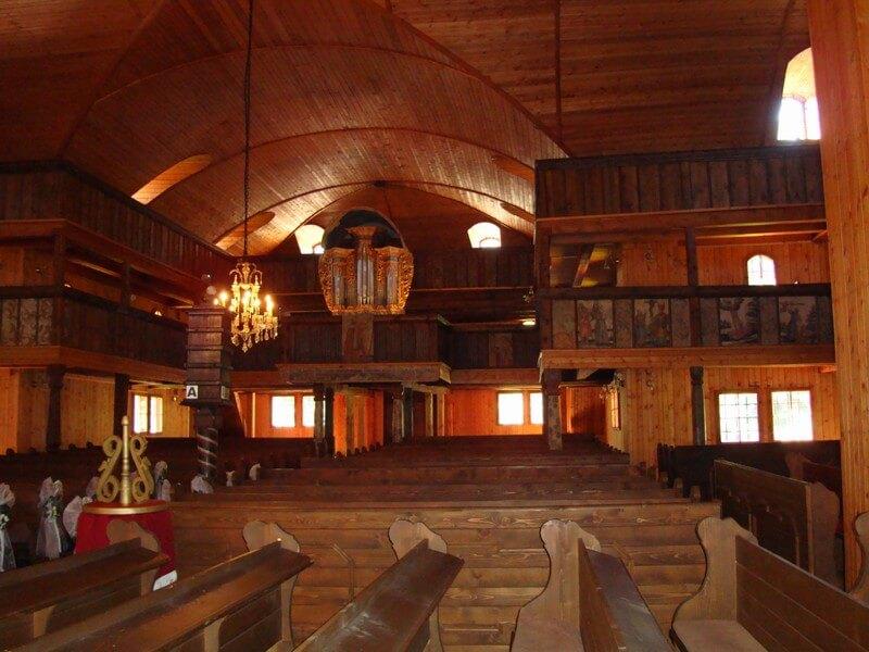 dreveny-kostol-artikularny-svaty-kriz-5