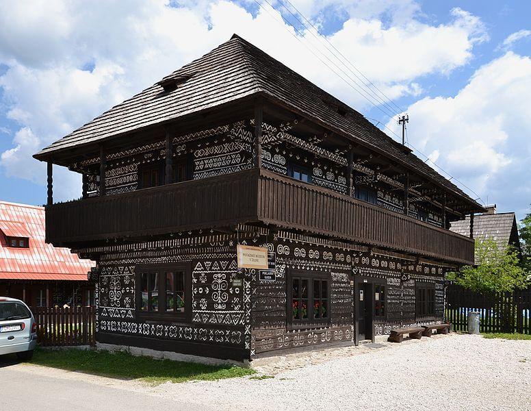 Radenov_dom,_Čičmany.jpeg